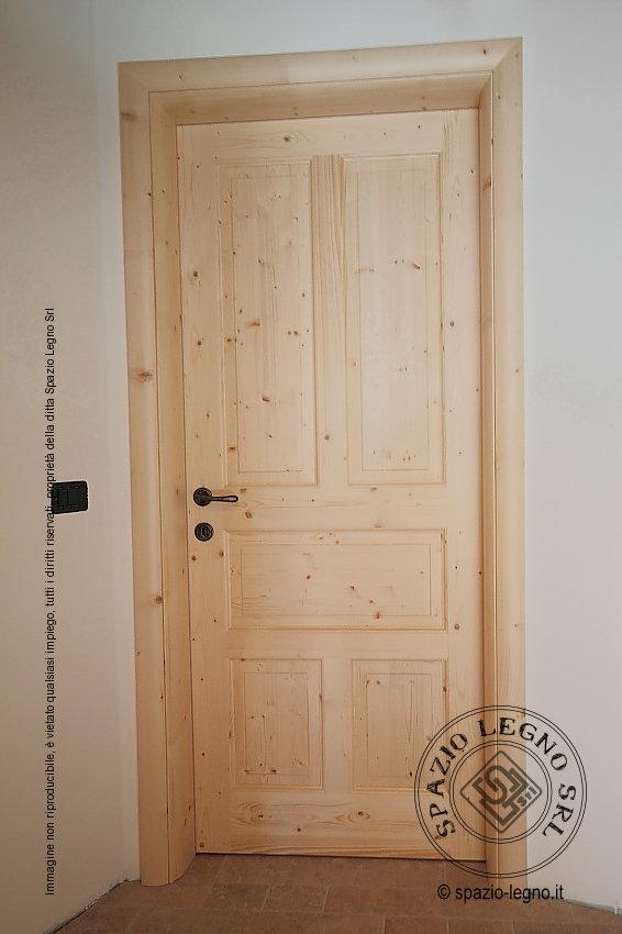 Porte abete naturale posate in un appartamento della val for Porte in legno grezzo