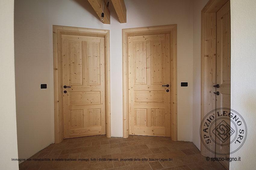 Casa moderna roma italy porte grezze for Porte in legno grezzo