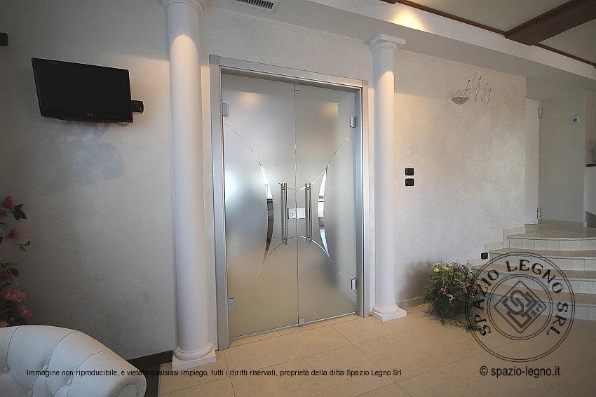 Porte rei 30 per hotel e alberghi in colore bianco con inserti for Porte scorrevoli in vetro garofoli