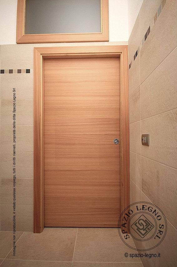 Porte larice massello installate presso un locale pubblico agritur - Porta in legno massello ...