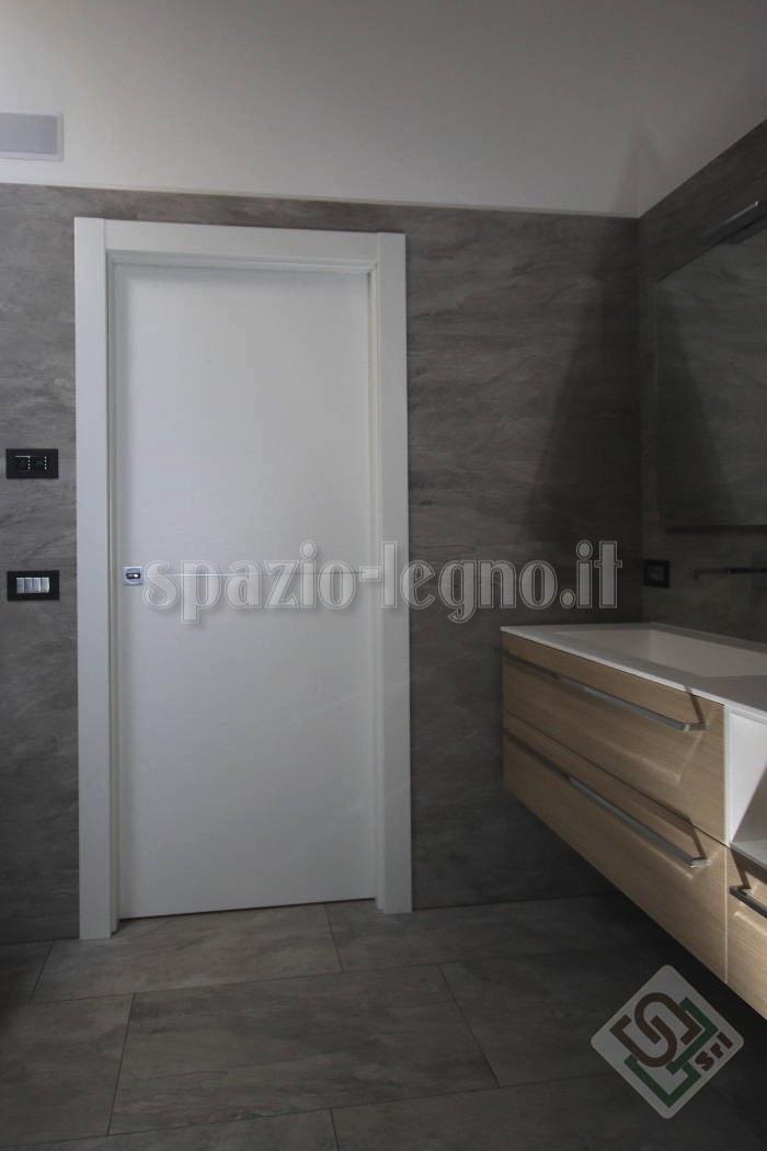 porta bianca bagno
