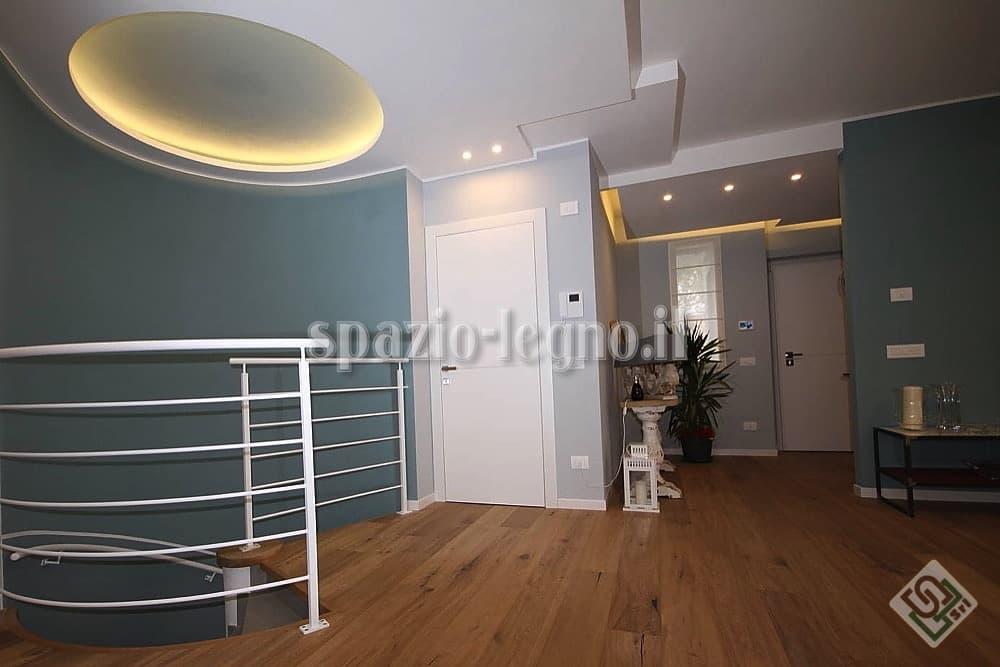 Porta bianca per arredo appartamento e qualsiasi for Porte bianche moderne